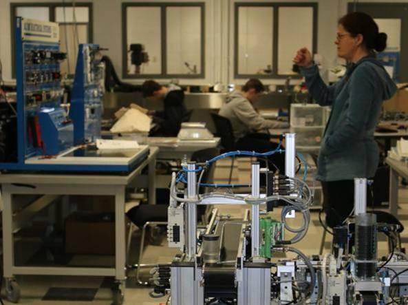 Banco Di Lavoro Per Laboratorio Chimico : Il laboratorio di chimica e biologia istituto sacro cuore napoli