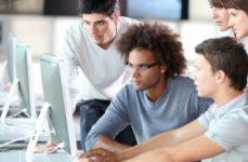 Metà dei giovani europei ha poche competenze digitali